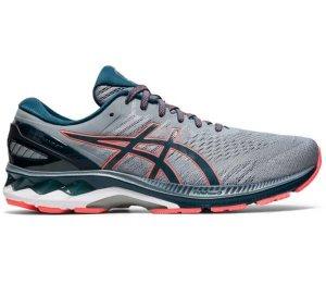 کاربرد کفش پیاده روی آسیکس مدل Asics Gel Kayano 27: کفش های Kayano در سال 1993 به بازار عرضه شد و از آن سال تا کنون همواره طرفداران خود را داشته است. کفش پیاده روی آسیکس مدل Asics Gel Kayano 27 نسبت به مدل های قبل تر دارای طراحی جدیدتری است و رویه بالایی آن دستخوش تغییرات مثبتی شده است. کاربرد این مدل از کفش ها برای پیاده روی های طولانی به خصوص پیاده روی در روزهای گرم است. تهویه مناسب این کفش ها شرایطی فراهم می کند تا هوای داخل کفش خیلی سریع تعویض شود و فرد هنگام پیاده روی احساس راحتی بیشتری داشته باشد. کاربردهای دیگر این مدل از کفش ها شامل؛ پیاده روی های سریع، دویدن، نرمش کردن، ورزش کردن و... می شود. مقاومت بالایی که کفش پیاده روی آسیکس مدل Asics Gel Kayano 27 دارد باعث می شود خرید آن از نظر اقتصادی نیز مقرون به صرفه باشد و فرد بتواند برای مدت زمان بیشتری از آن استفاده نماید